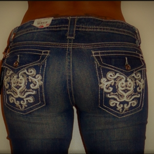 IF SHE WEARS JEANS LIKE THIS,
