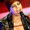 Alicia Keys Sings