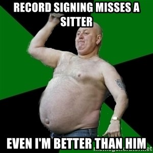 The Football Fan - record signing misses a sitter even i'm better than him