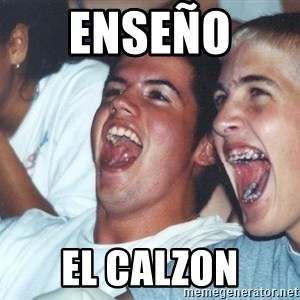 Immature high schoolers - Enseño  el calzon