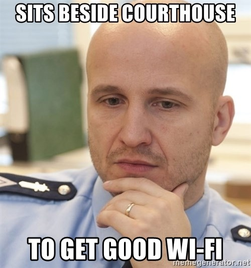 riepottelujuttu - sits beside courthouse to get good wi-fi
